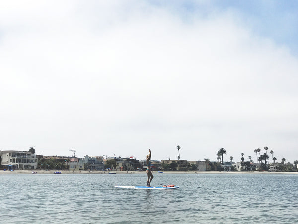 Hiptipico founder and lifestyle blogger Alyssaya riding the waves in Mission Bay