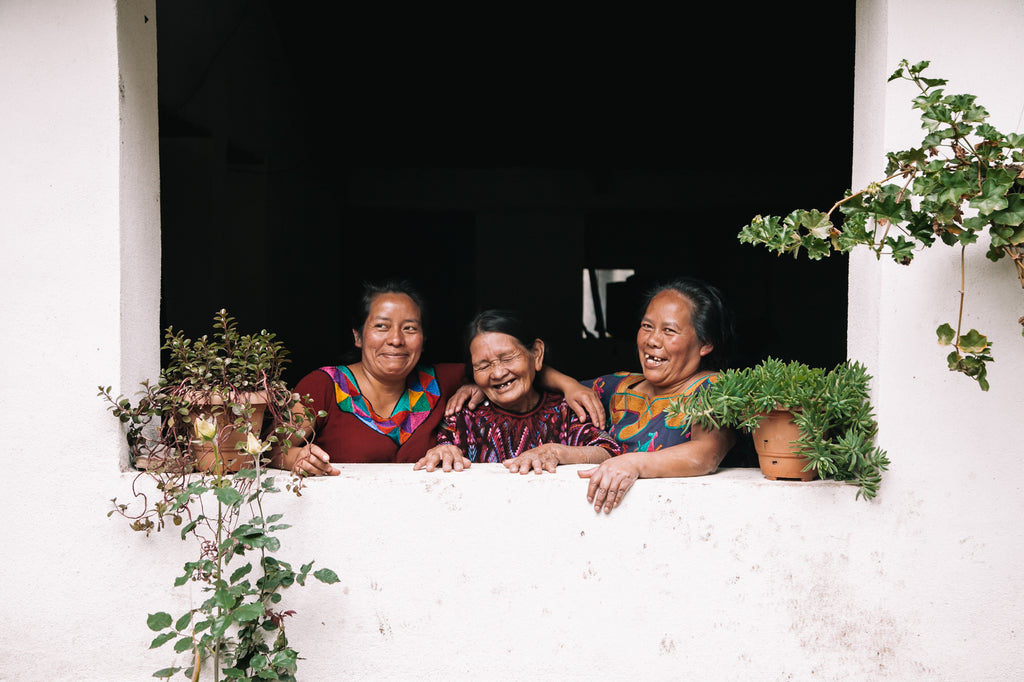 maya cultural tours, authentic guatemala experience, guatemalan weaving traditions, maya family life, guatemala female artisan opportunities