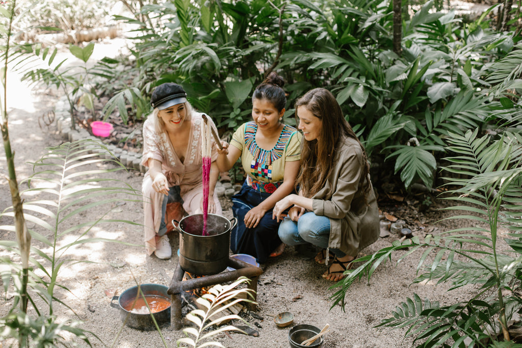 Hiptipico founder Alyssa smiles with artisan partner at natural dyeing workshop, naturally dyed textiles, naturally died fabric, natural dyeing workshops, natural dyeing in Guatemala