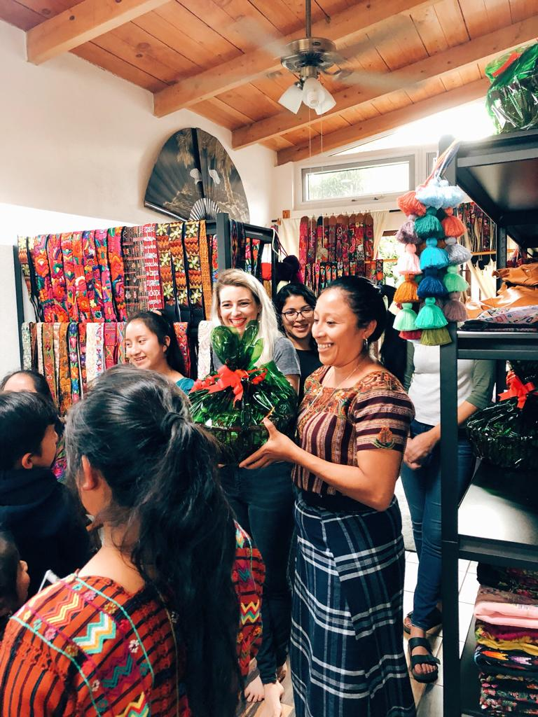 reusable gifts, sharing with community, showing appreciation for artisans, hiptipico holiday party,  chontala artisan visits