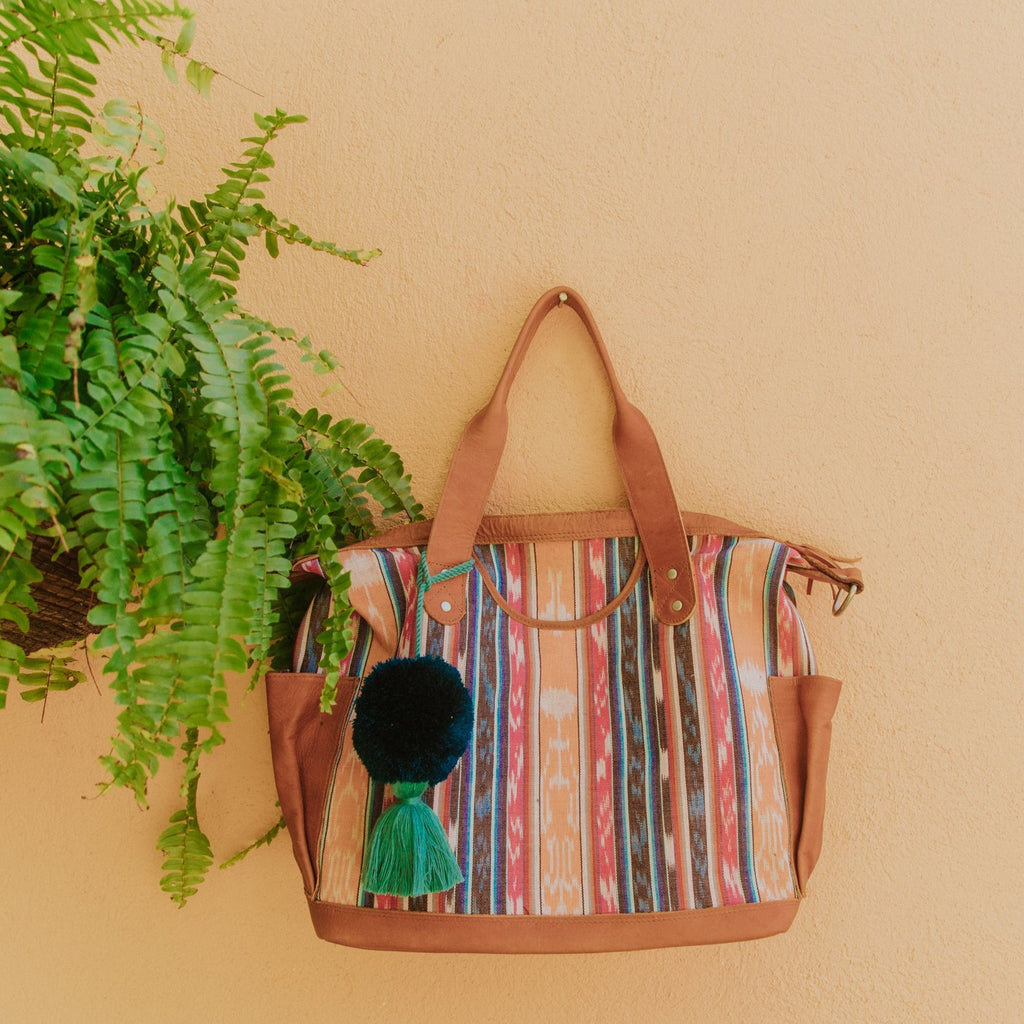 Hiptipico Bags, Hiptipico Leather Convertible Bag, Hiptipico CDB, Textile Bags, Handmade Convertible bags, Leather Bags Guatemala, Free People Leather Bags,