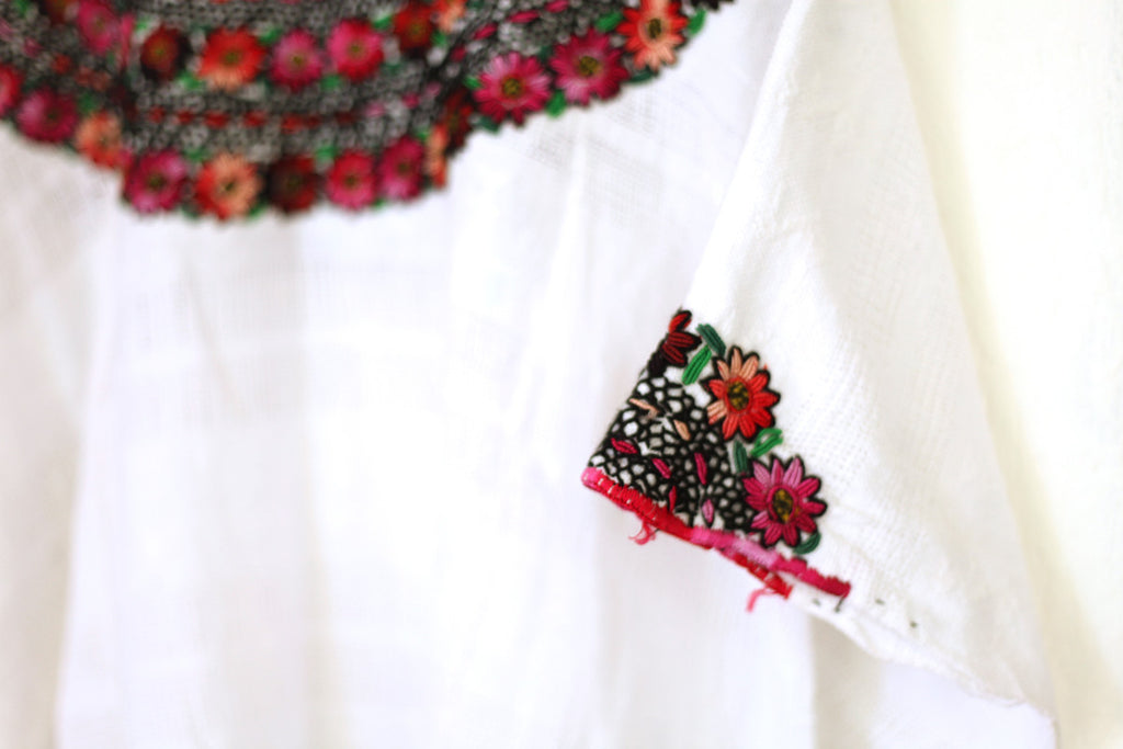 Hiptipico Vintage Shop, Embroidered Vintage Huipil Blouses, Floral Embroidered Vintage Wears, Pre-loved Guatemalan Clothes, Guatemalan Guipil Blouse, Colorful Vintage Top, Ethical Fashion Brand