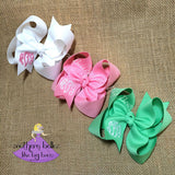 Monogrammed Bows that make great gifts for girls
