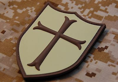 Crusader Cross Shield 3D PVC Morale Patch - Desert Subdued/AOR1