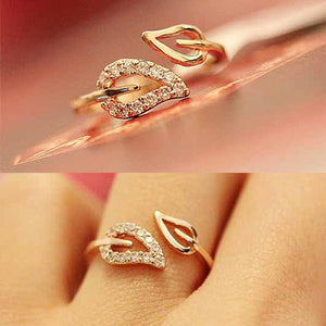 0.25 pcs 2016 New Hot Euramerica style steam drill out lover rings for women well party wedding ring jewelry free shipping R2