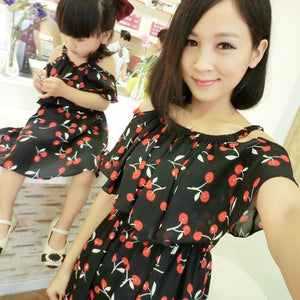 fbf132fc719 1pc Mother Daughter Dresses Clothes Family Matching Summer Outfits Mom Girl  Fashion Short Floral Sets vetement