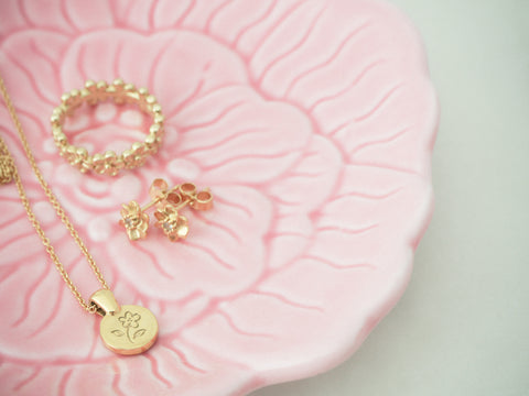 Gold flower coin necklace