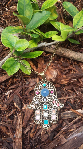 HAMSA COLORED BEADED CHAIN NECKLACE, BLUE CENTER BEAD STONE