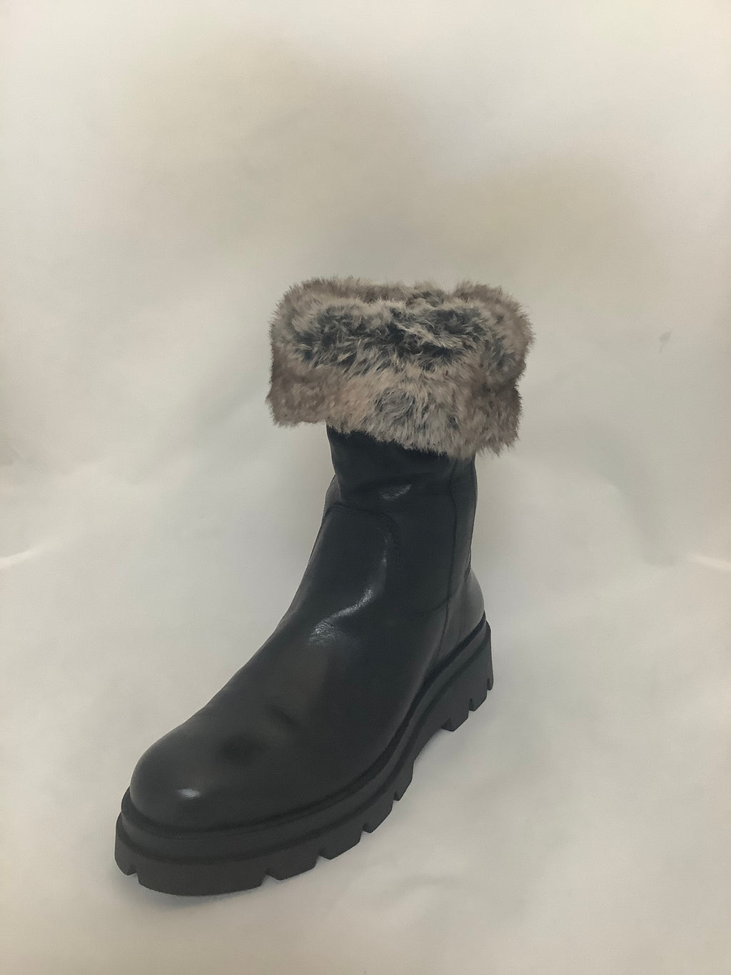 Manas Quart Black Leather Fur lined Boot