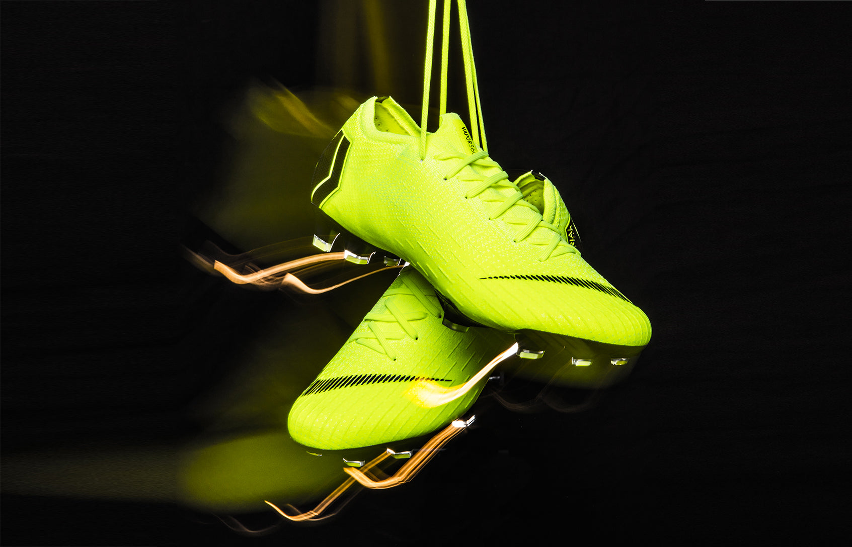 A Look Back at the Best Football Boots of 2018</p>                     </div>   <!--bof Product URL --> <!--eof Product URL --> <!--bof Quantity Discounts table --> <!--eof Quantity Discounts table --> </div>                        </dd> <dt class=