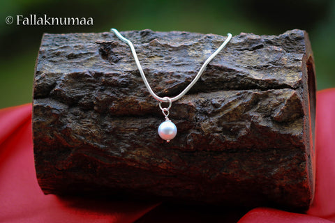 White pearl on a 925 sterling silver chain Fallaknumaa