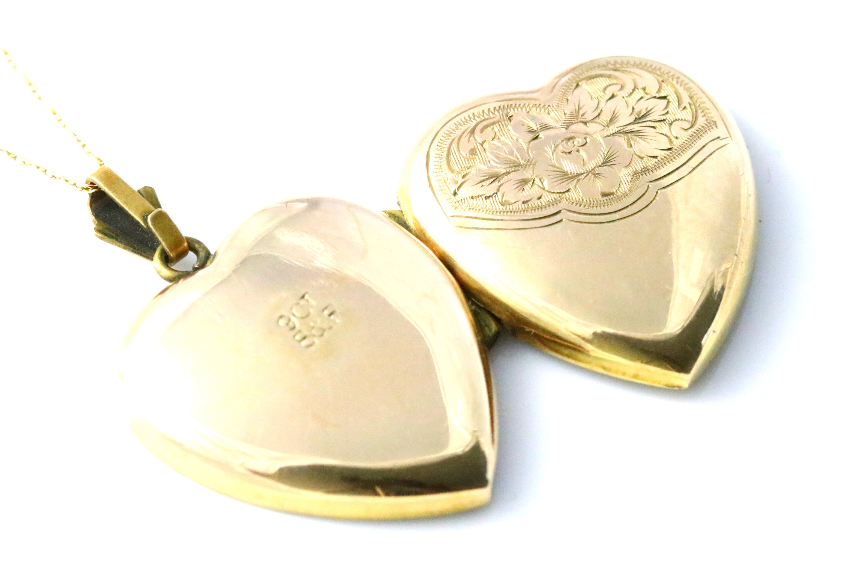 9ct Gold Beautiful Victorian Heart-Shaped Locket (with Chain)