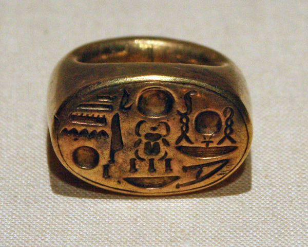 Signet ring with Tutankhamun's throne
