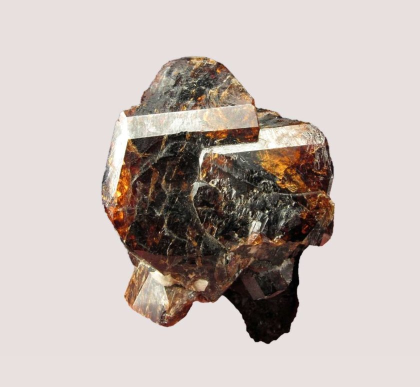 Golden red Zircons on biotite and hornblende matrix