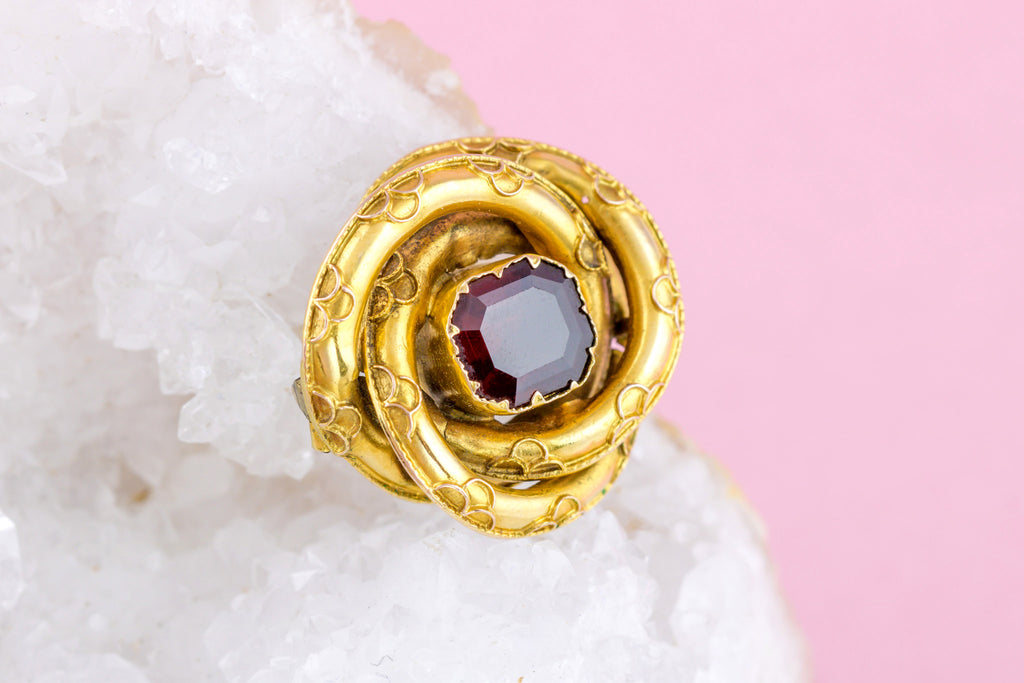 Victorian 18ct Gold Knot Brooch with Garnet Centre