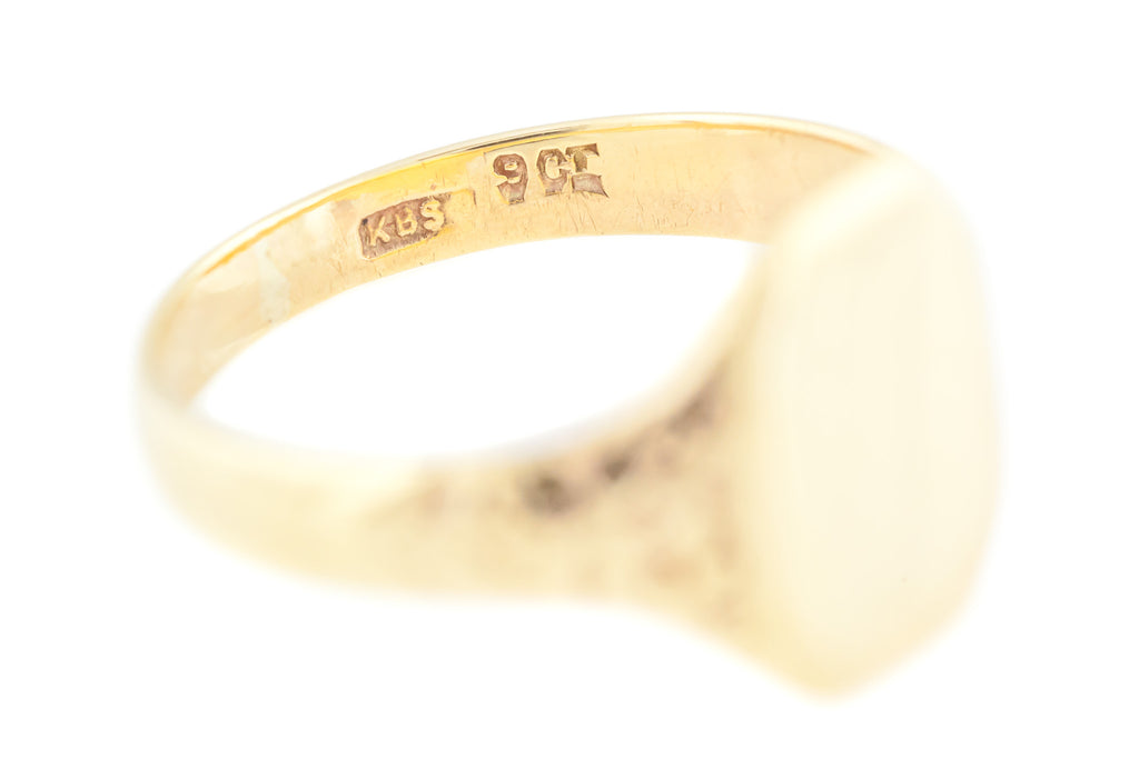 Antique 9ct Gold Signet Ring with Chased Shoulders c.1901