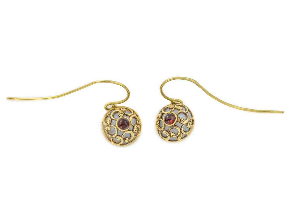 Art Nouveau 15ct Gold Agate Earrings with garnet Cabochons