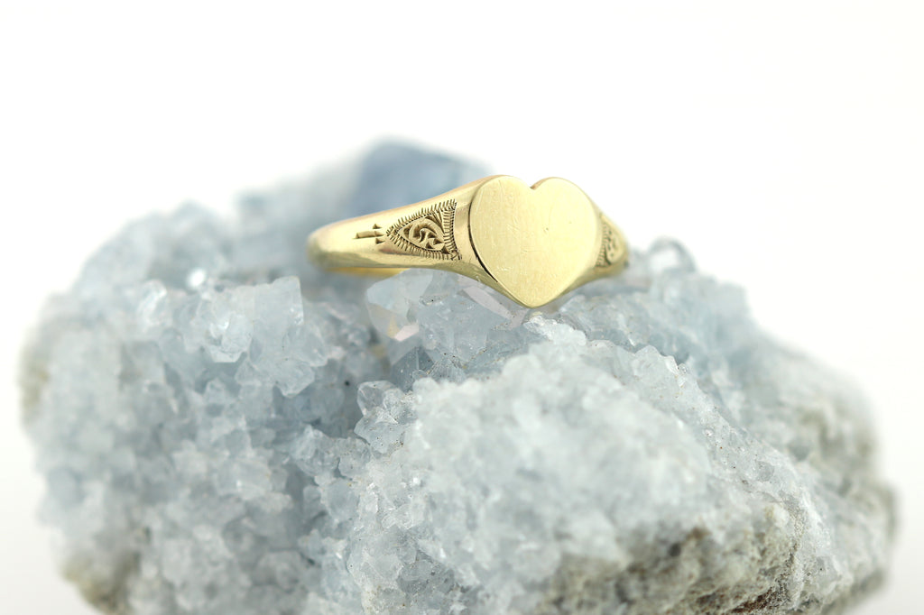 9ct Gold Vintage Heart Signet Ring c.1961