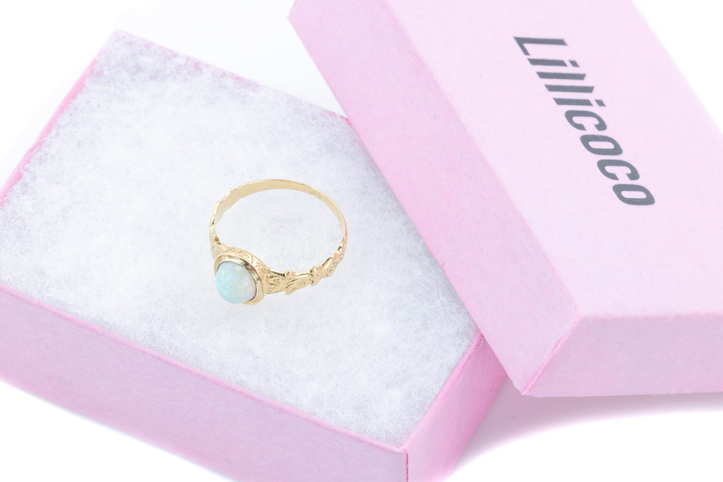Victorian Opal Ring set in 18ct Yellow Gold c.1870