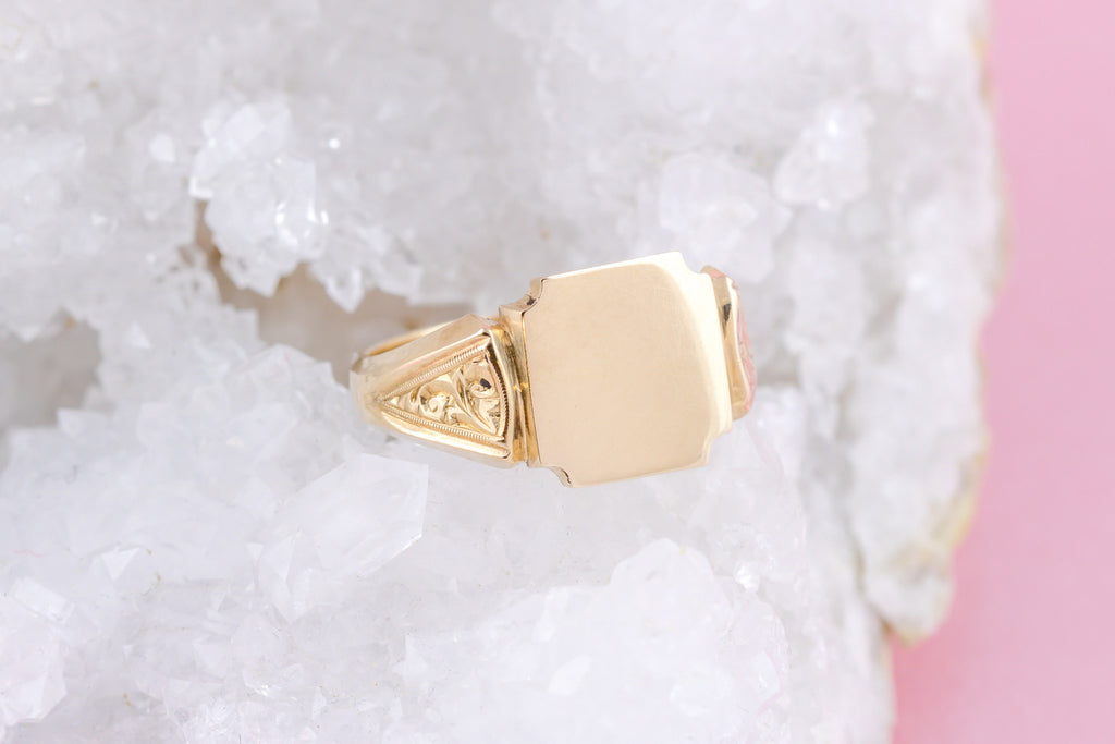Vintage Gentleman's Signet Ring in 9ct Gold c.1964