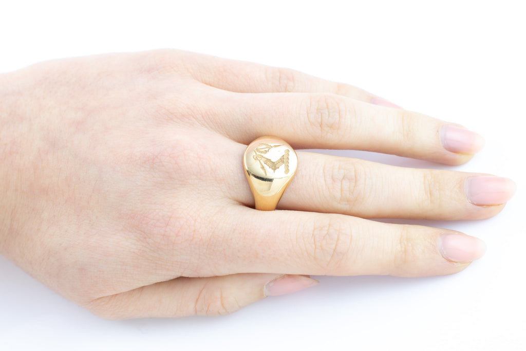 Heavy 18ct Gold Signet Ring (12.9g) c.1918