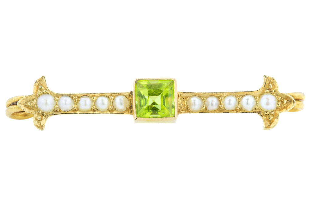 Edwardian Peridot and Pearl Bar Brooch in 15ct Gold