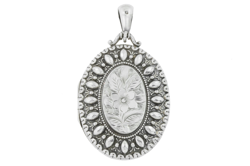 Victorian Aesthetic Silver Locket with a Forget-Me-Not