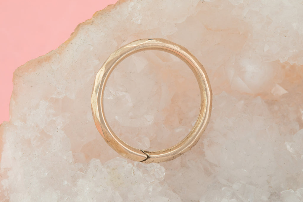 Victorian 9ct Gold Cased Faceted Split Ring, 18mm