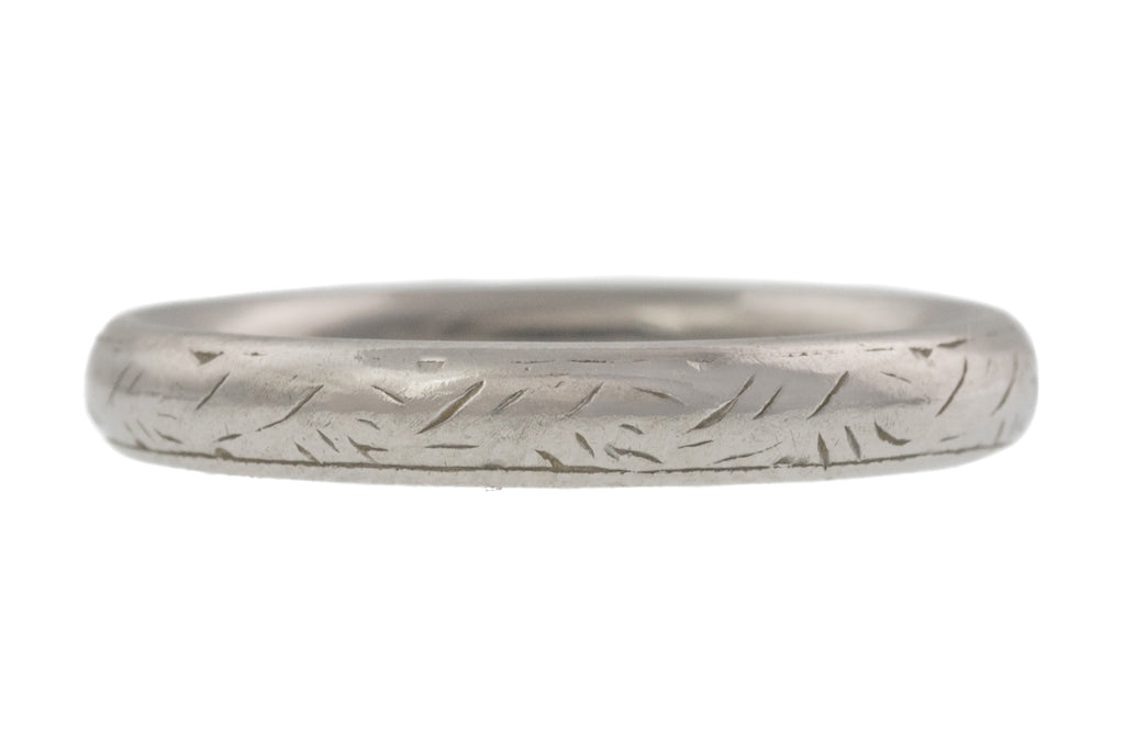 Art Deco Platinum Engraved Wedding Band, (3.9g)