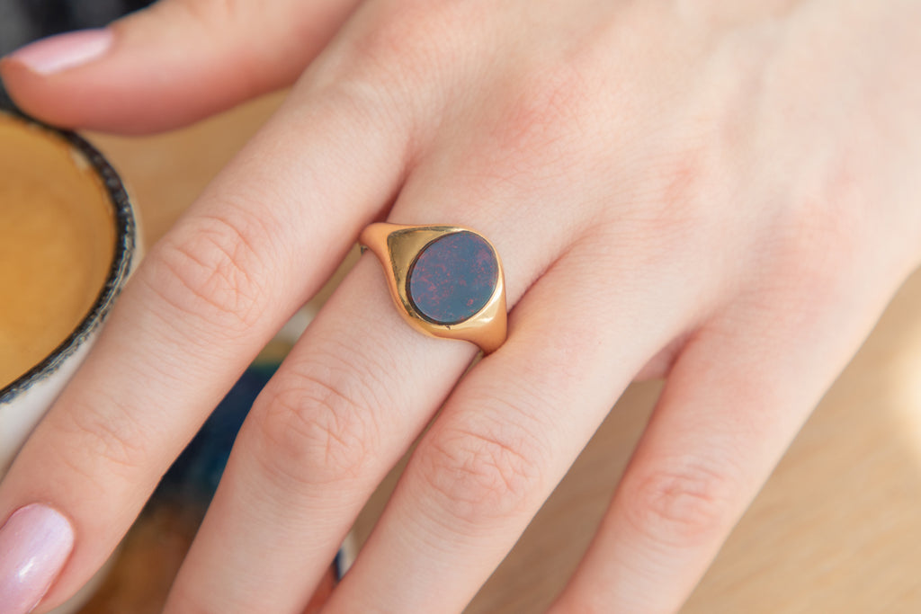 Art Deco Heavy 18ct Gold Bloodstone Signet Ring c.1920
