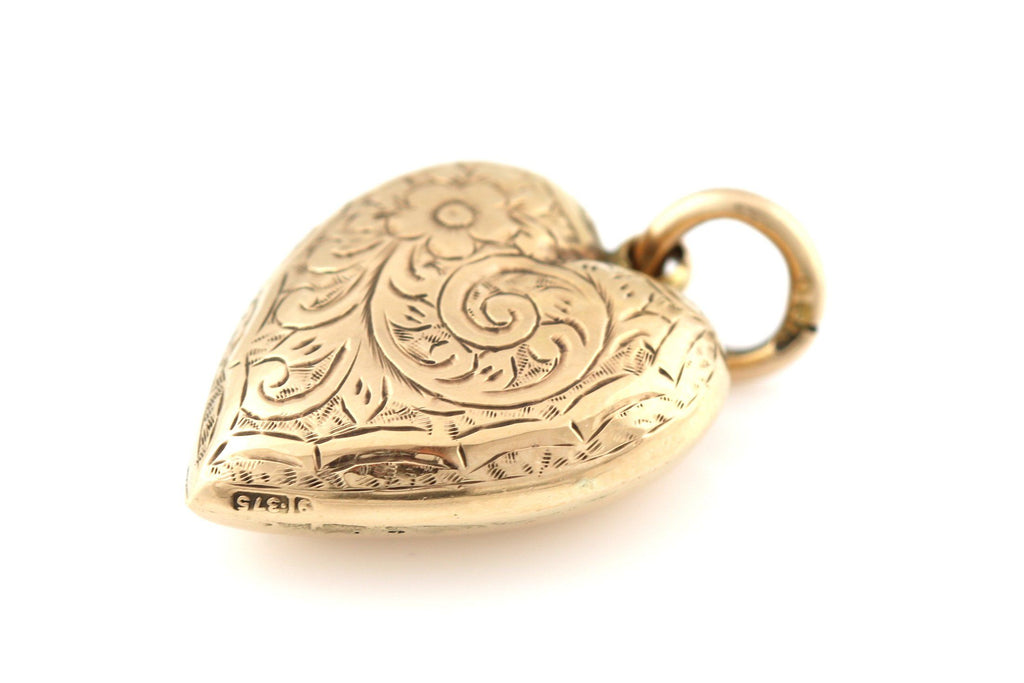 Romantic  9ct Gold Antique Heart Pendant with chain- Circa 1905