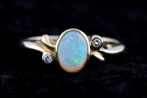 Beautiful 9ct Gold Opal and Diamond Dress Ring -c.1990
