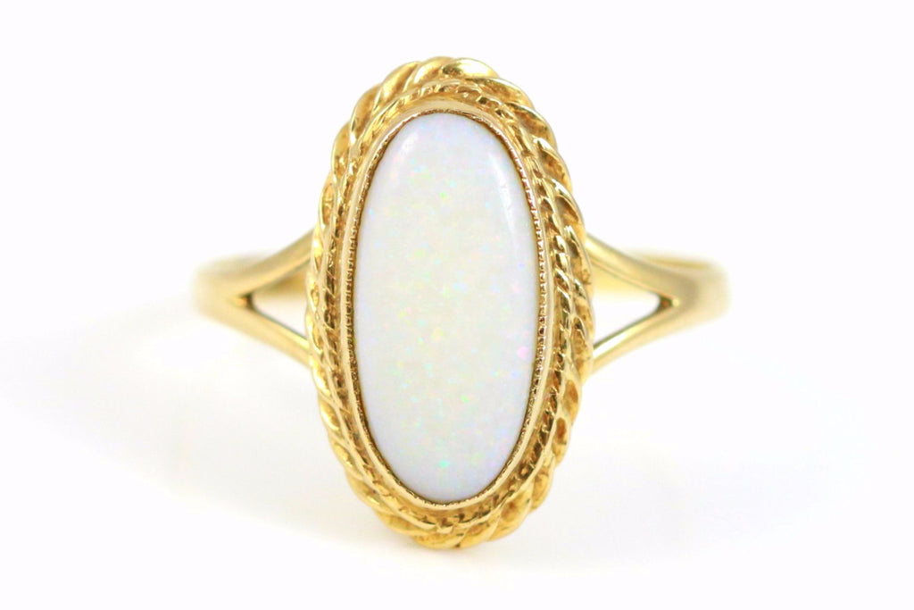 Beautiful Vintage Opal 9ct Gold Ring