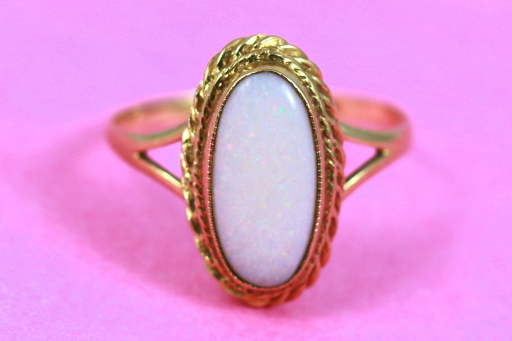 Vintage Opal Ring in 9ct Gold