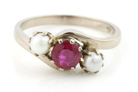 Vintage Ruby & Pearl 18ct Gold Trilogy Ring