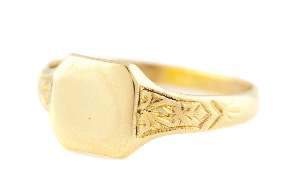Art Deco 18ct Gold Signet Ring with Chased Shoulders c.1932