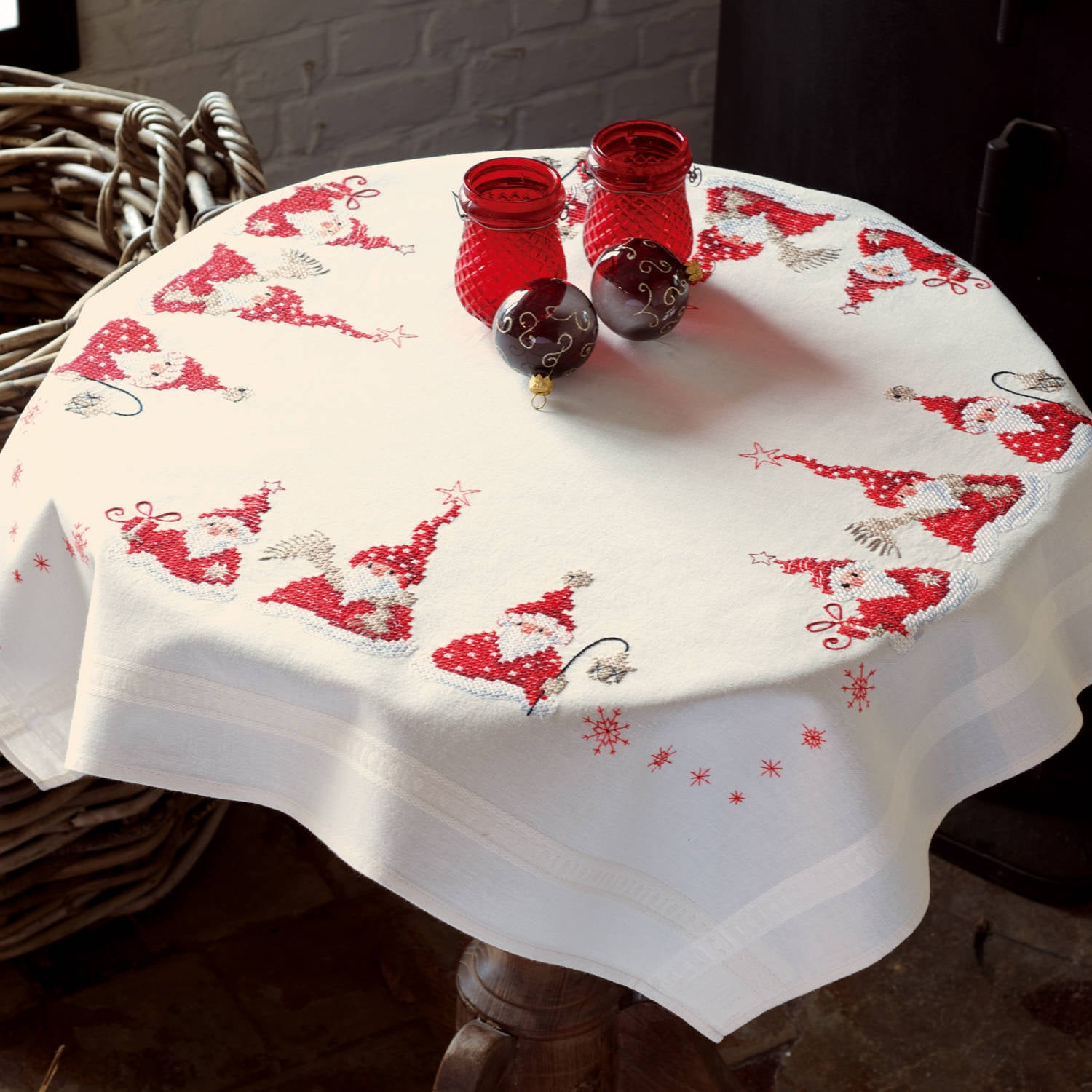 Three Santa's Tablecloth <br />Embroidery Kit