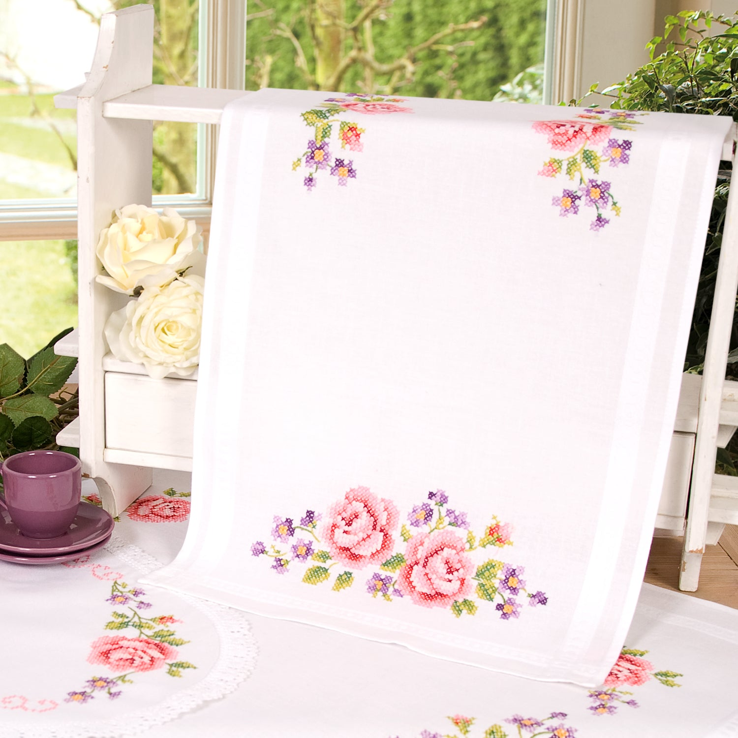 Roses Runner<br />Embroidery Kit