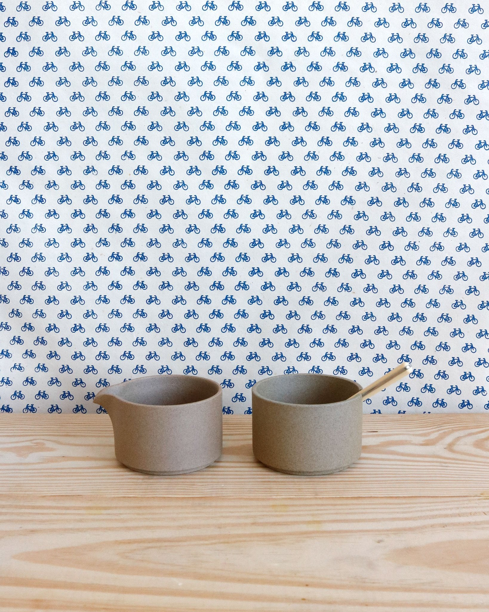 Hasami Porcelain Creamer and Sugar Pot in Natural