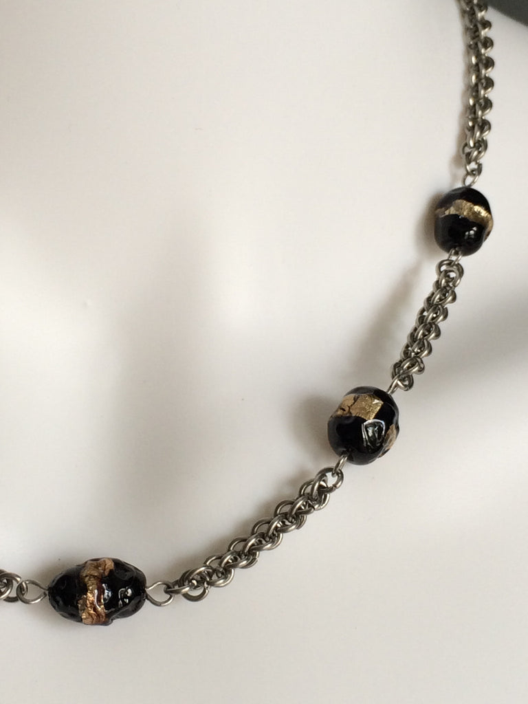 Jens Pind Chain with Black and Gold Glass Beads