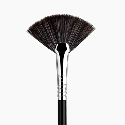 Sigma Beauty F42 Strobing Fan™ Brush - Count On Us