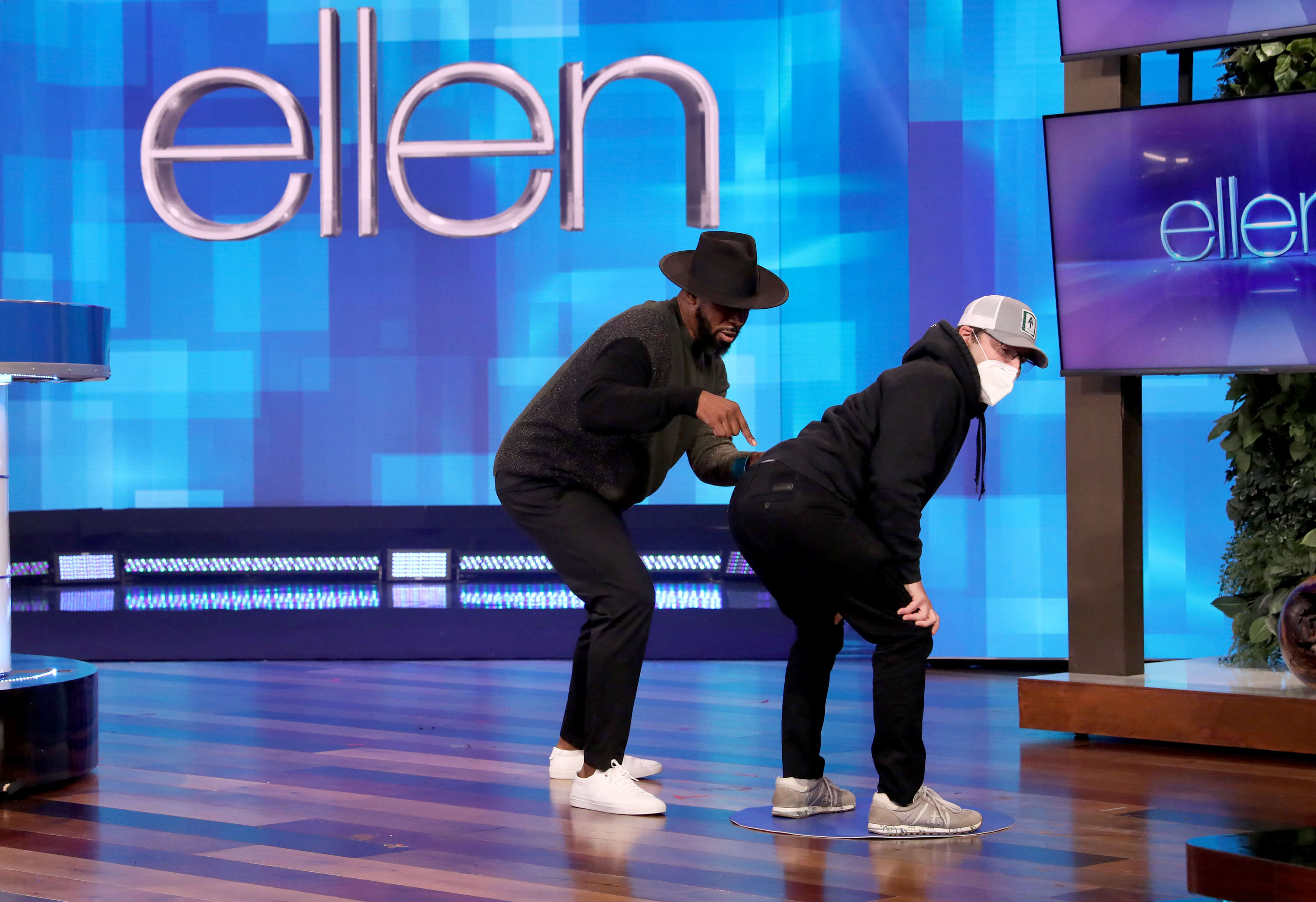 Andy Puts Ellen Underwear to a Stress Test
