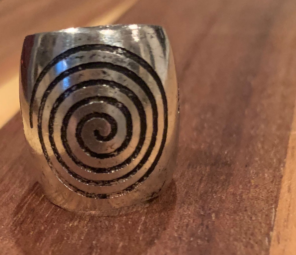 Metal labyrinth cuff finger ring