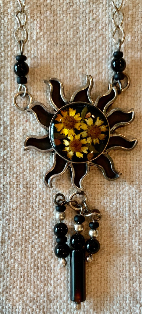 Necklace with natural flowers