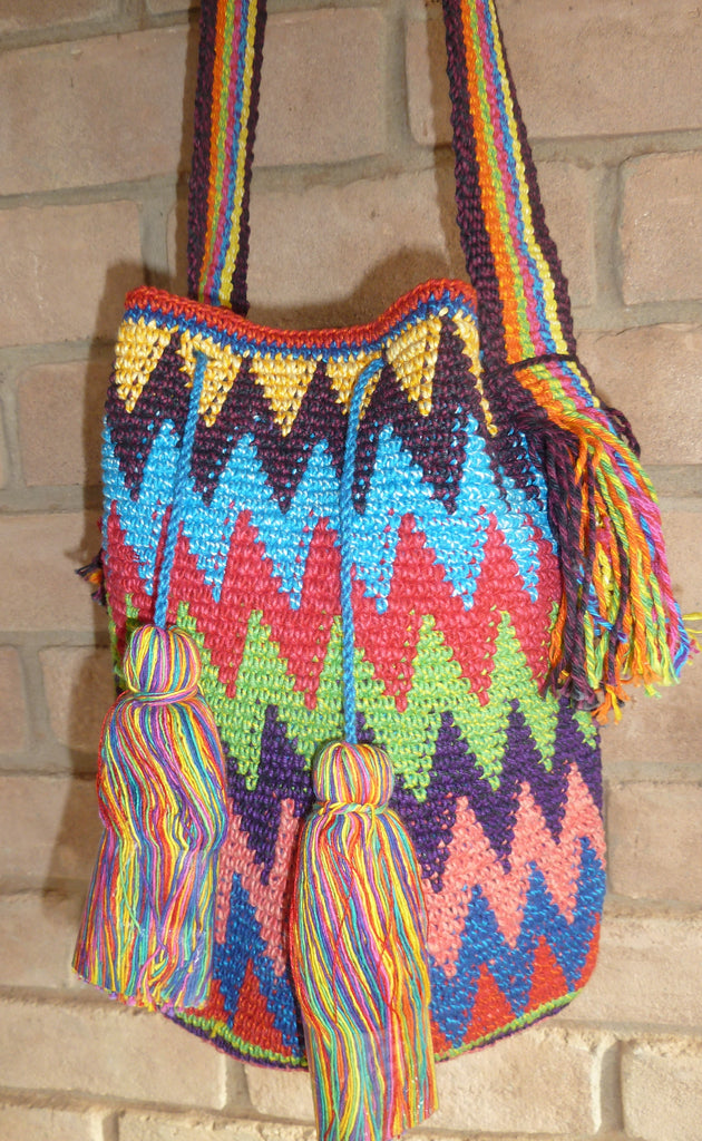Crochet bag w/broad strap and pompoms 16