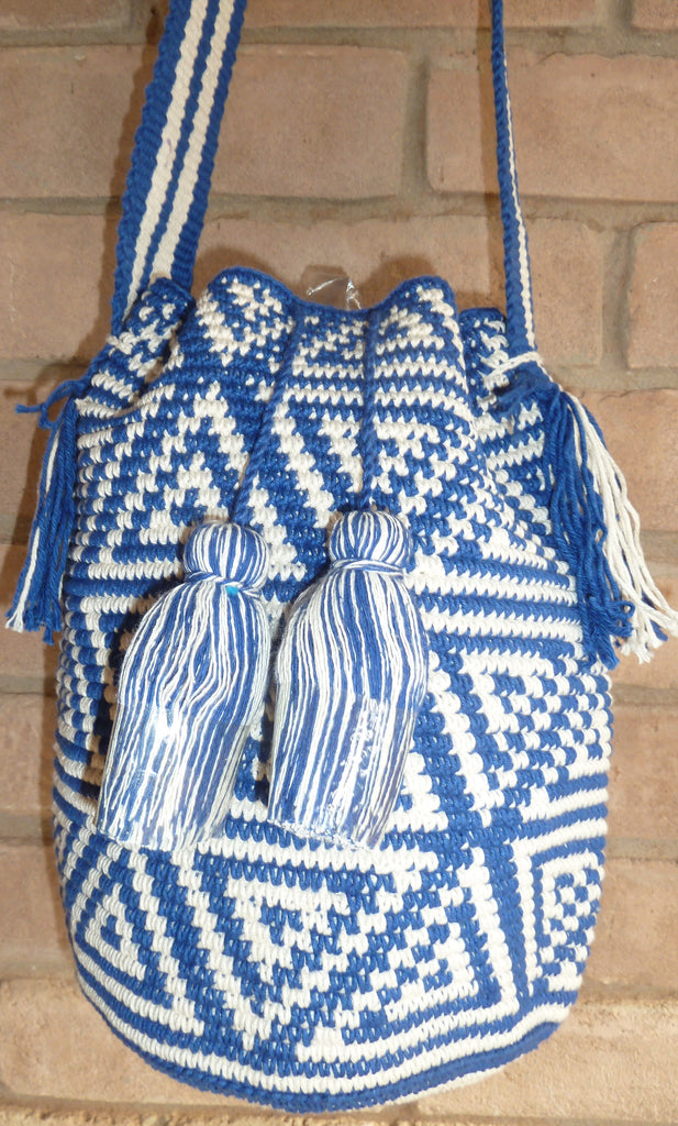 Crochet bag w/broad strap and pompoms 18