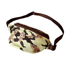 [UNISEX] BANGXGANJI X LOCO MOSQUITO YOKAI CAMO BUM BAG (BROWN / GREEN): Alternate View #3