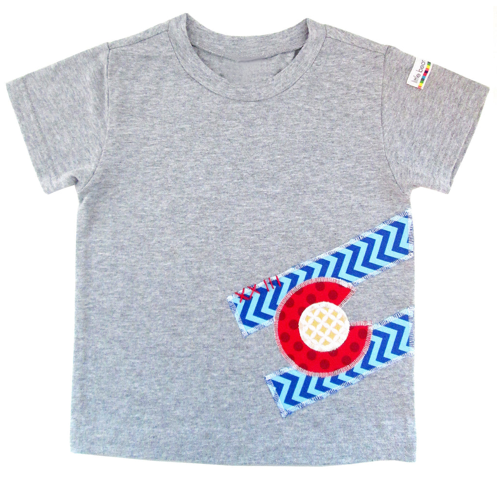 little bean tee : CO Flag chevron S grey
