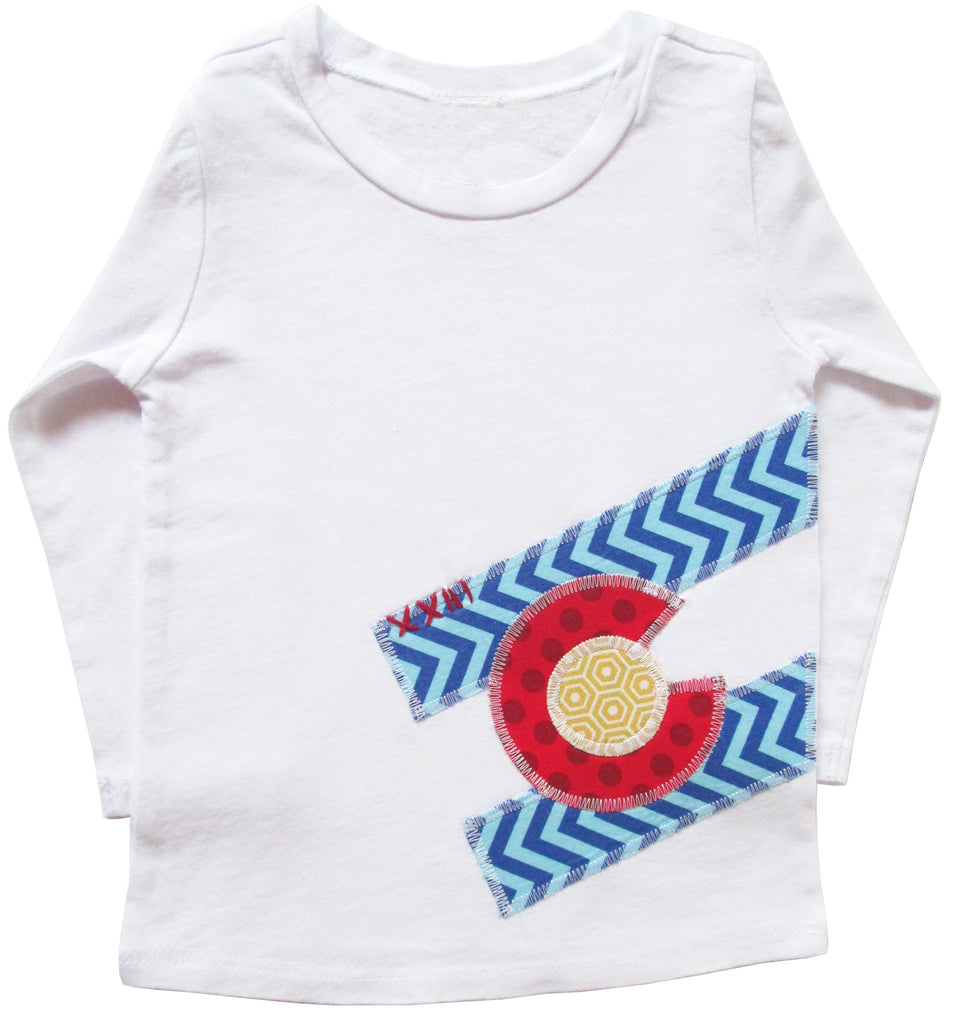 little bean tee : CO Flag chevron L wht