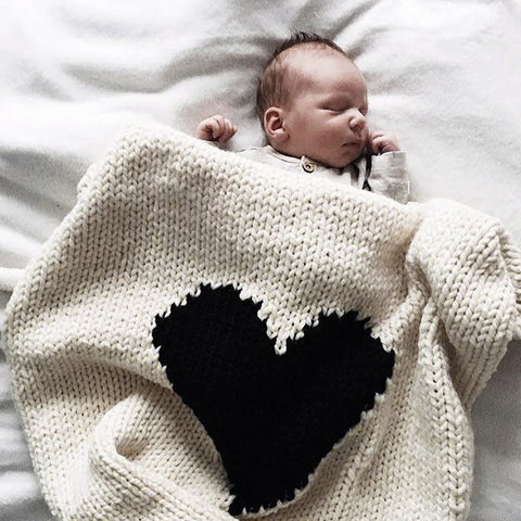 CHUNKY KNIT HEART BLANKET